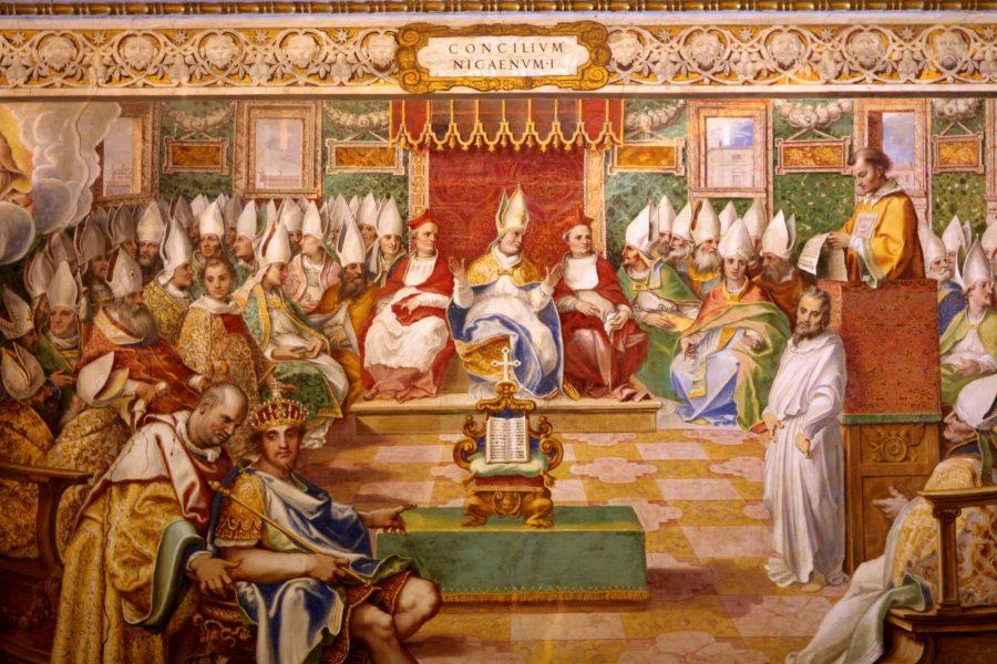 A Igreja Católica - O Concílio foi aberto formalmente a 20 de maio, na estrutura central do palácio imperial.Apenas 318 bispos compareceram, o que equivalia a apenas uns 18% de todos os bispos do Império.