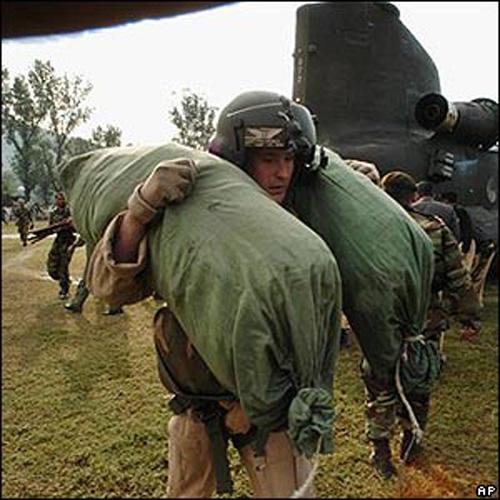 Os oficiais não colocavam suas roupas em malas, mas em sacos durante as missões e treinamentos de guerra.