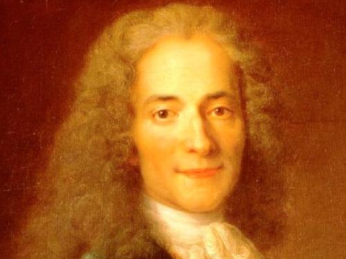 Voltaire (1694-1778) filósofo francês, foi um Deísta. Acreditava que para chegar a Deus não se precisa ir à igreja, mas à razão