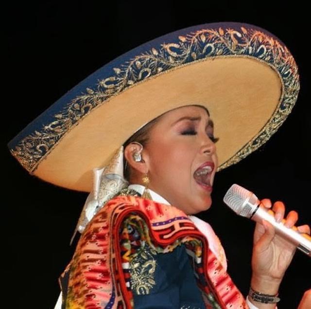 Aida Cuevas,  Voz de Ouro do Grammy Latino e Orgulho do México