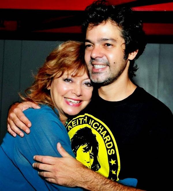 Alcione Mazzeo com o filho, também ator, Bruno Mazzeo