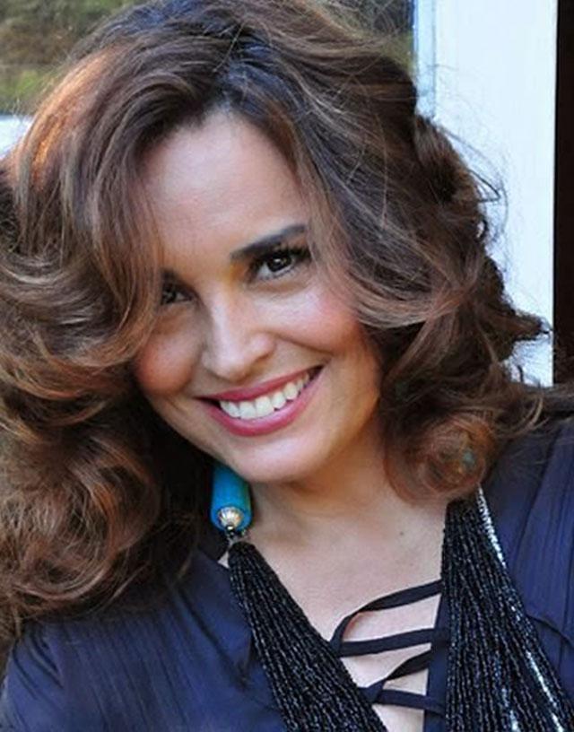 """Suzy Rêgo (""""Beatriz"""") Brinda Seus Fãs Com Entrevista na Última Semana de """"Império"""""""