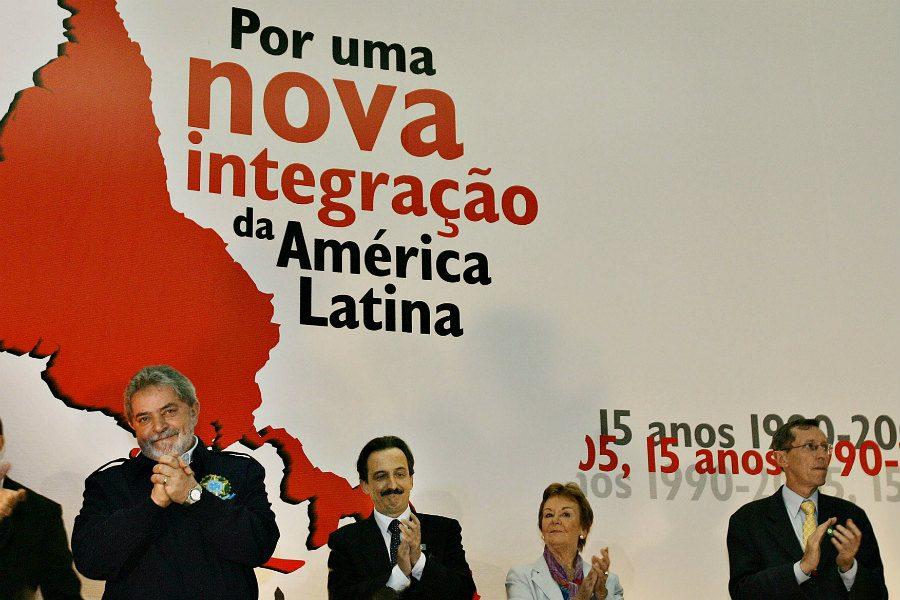 O Foro de São Paulo foi fundado pro Luis Inácio Lula da Silva e Fidel Castro em 1990
